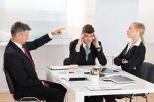 Thời điểm nên và không nên can thiệp vào mâu thuẫn giữa các nhân viên tới tư cách là một lãnh đạo